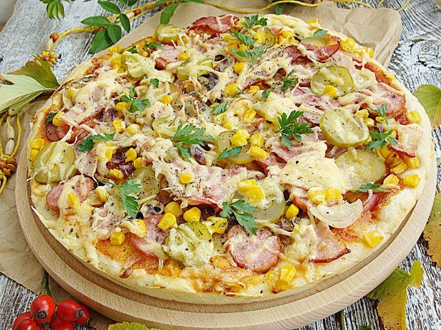 Pizza wiejska z sosem