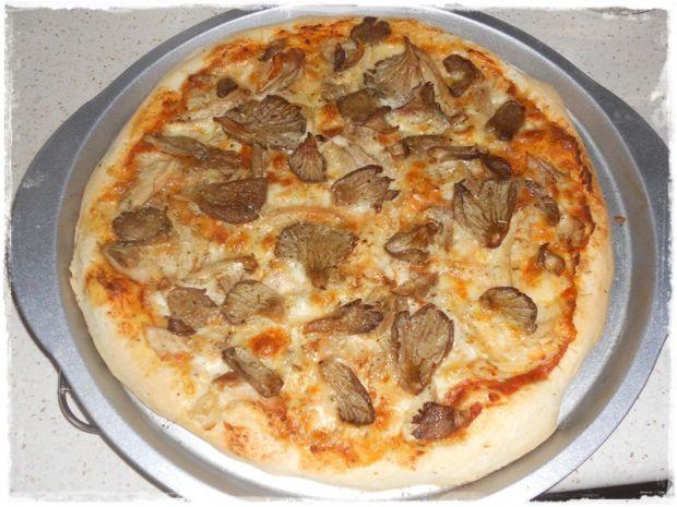 Pizza z boczniakami, kurczakiem i rukwią