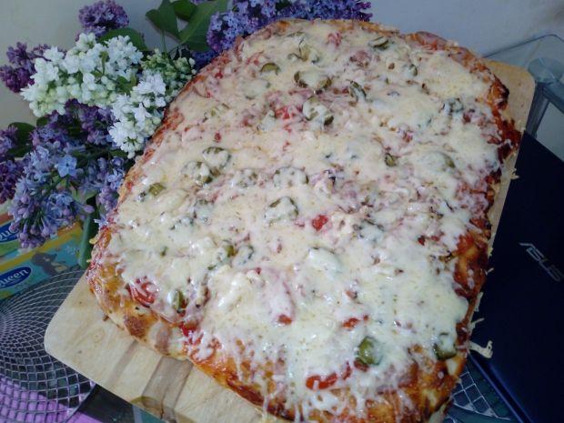 Pizza z dwiema warstwami sera