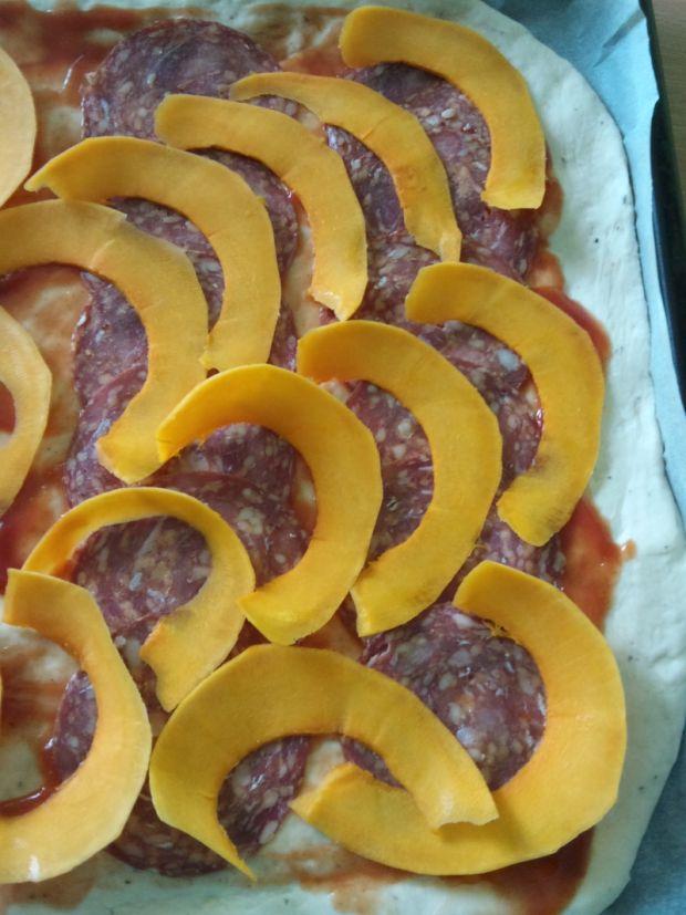 Pizza z dynią i chorizo