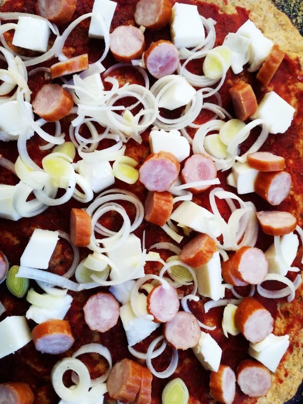 Pizza z kabanosami, jalapeno