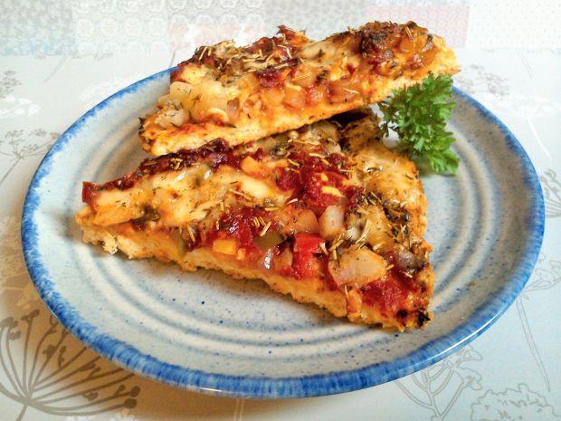Pizza z kalarepką i papryką