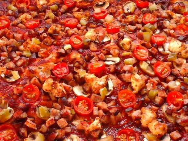 Pizza z kiełbaską