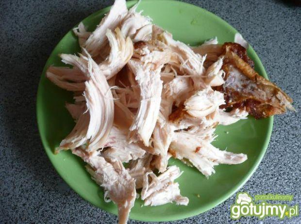 Pizza z kurczakiem i serem wędzonym