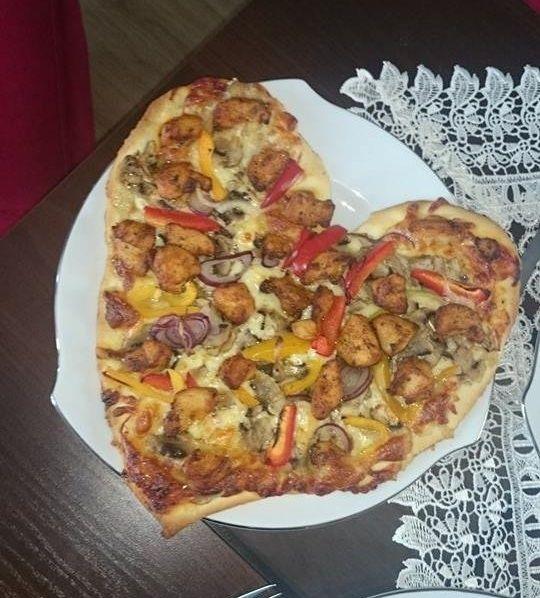 Pizza z kurczakiem na cieście chlebowym
