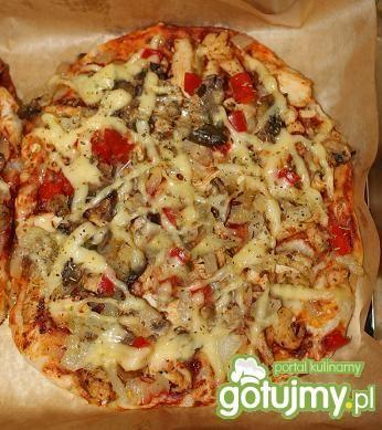 Pizza z kurczakiem, papryką i groszkiem