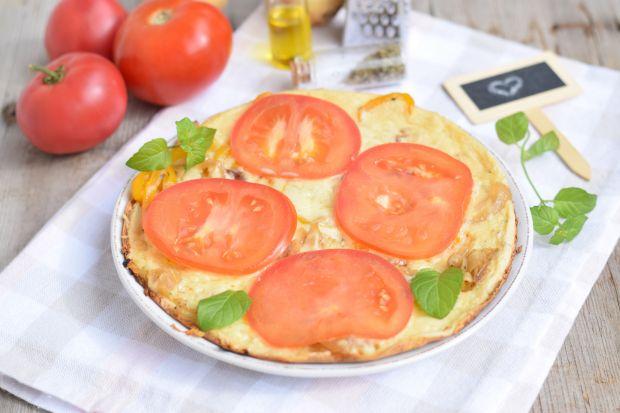 Pizza z patelni z warzywami i serem
