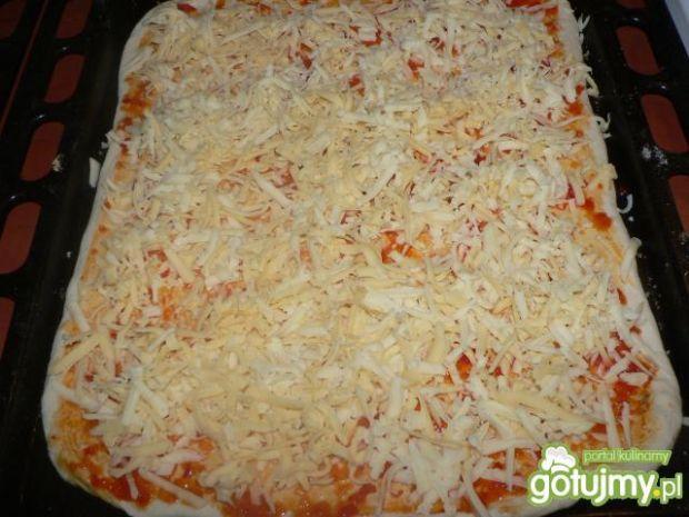 Pizza z pieczarkami i riccottą