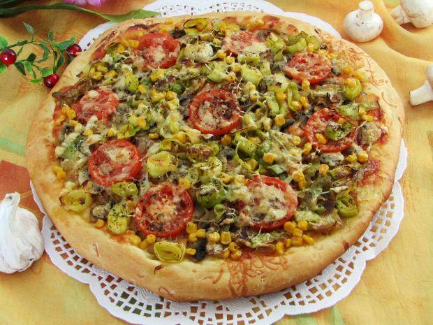 Pizza z porem i kukurydzą