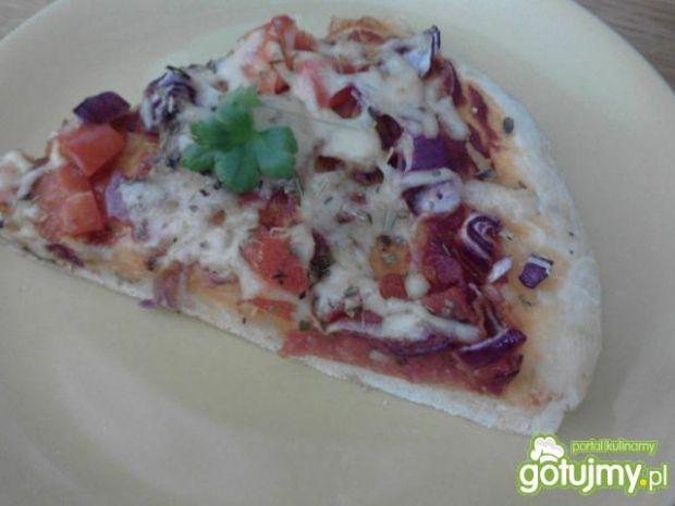 Pizza z salami i papryką