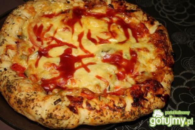 Pizza z serowymi bokami
