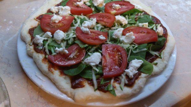 Pizza z warzywami i fetą