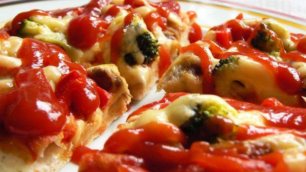 Pizza z wędzoną makrelą