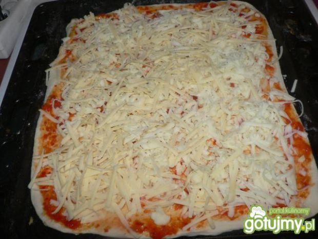 Pizza z wędzoną rybą