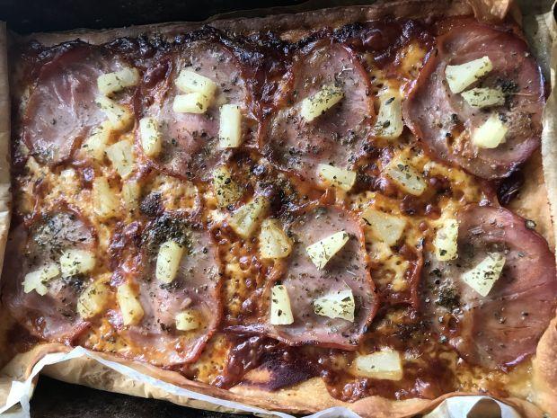 Pizza ze schabem i ananasem