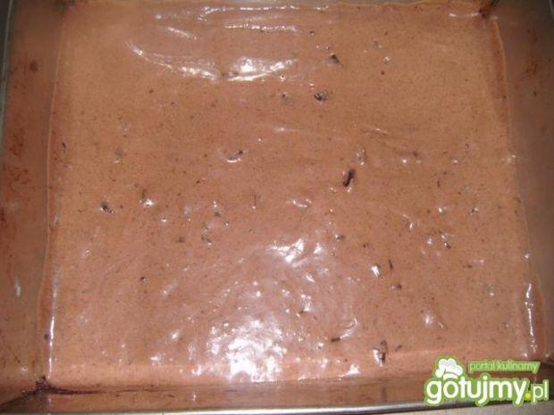 Placek czekoladowy z kawałkami czekolady