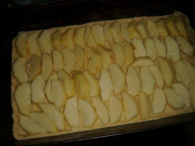 Placek z jabłkiem i budyniem