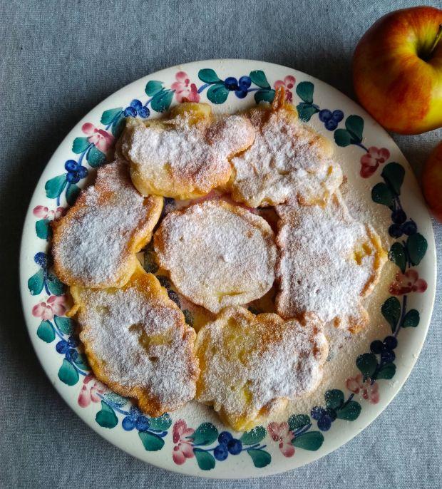 Placki maślane z jabłkami