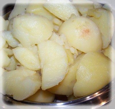 Placki z ziemniaków gotowanych z pieczarkami.