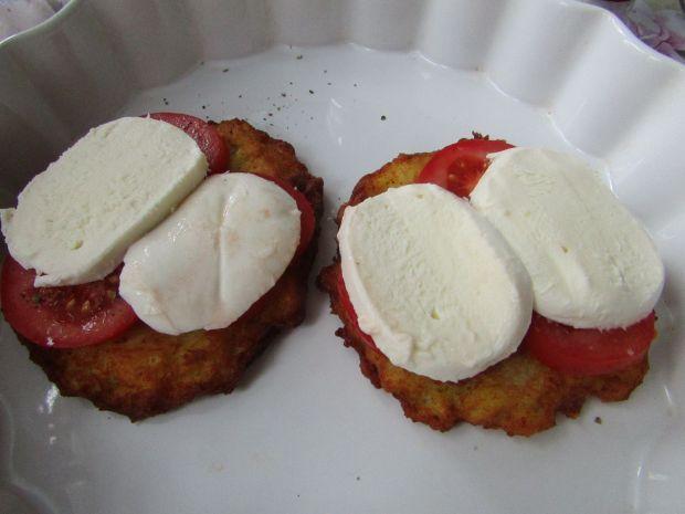 Placki zapiekane z pomidorami i mozzarellą