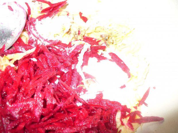 Placki  ziemniaczane z buraczkami czerwonymi