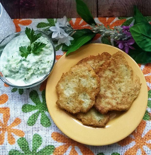 Placki ziemniaczane z cukinią i sosem
