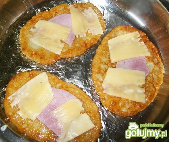 Placki ziemniaczane z serem i szynką