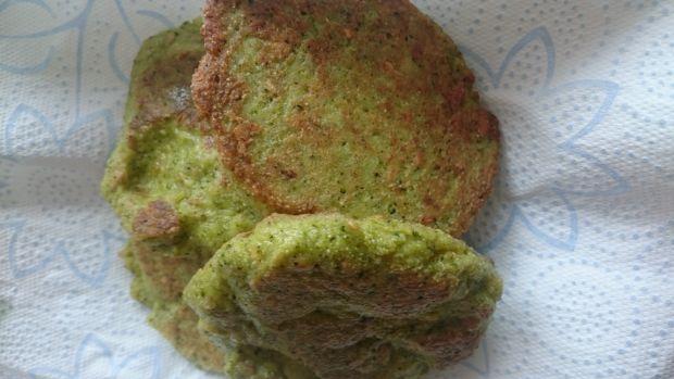 Placuszki brokułowe z dodatkami