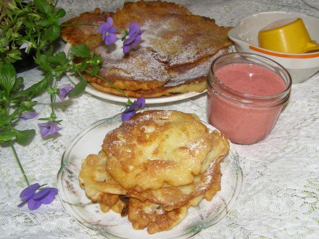 Placuszki budyniowo-jabłkowe z musem truskawkowym