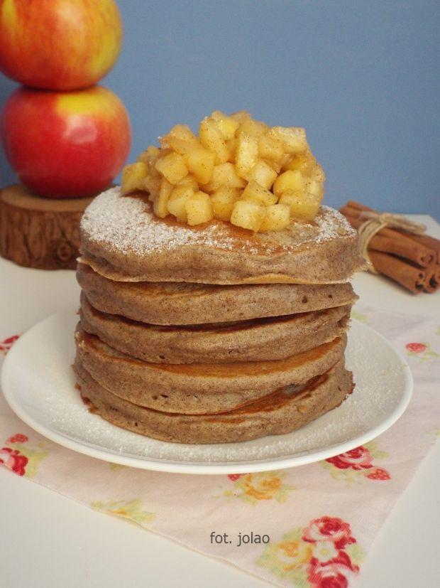 Placuszki gryczane podane z jabłkami