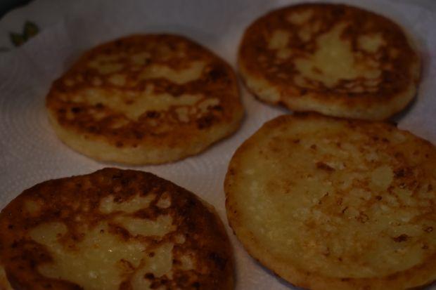 Placuszki-serniczki z patelni z bananami