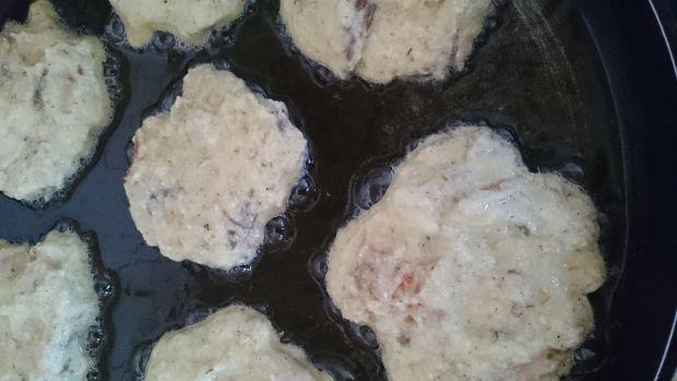 Placuszki z kaszy manny z wędzoną makrelą