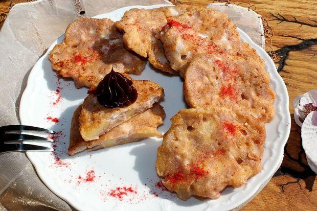 Placuszki z serka wiejskiego z jabłkiem i truskaw.