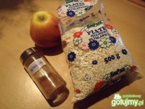 Płatki jęczmienne z jabłkiem
