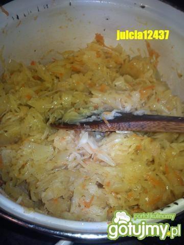 Podsmażana kapustka kiszona z cebulką