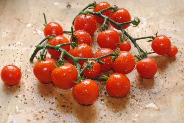 Podudzia z kurczaka z mozzarellą i pomidorami