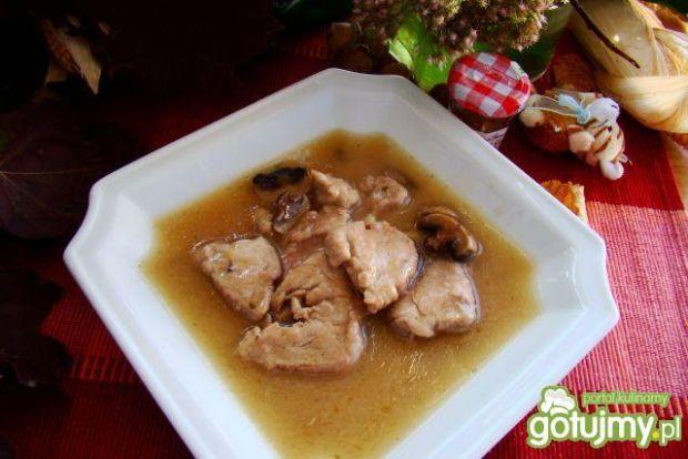 Polędwica w sosiem maślano-pieczarkowym