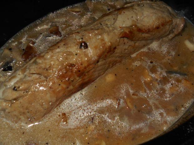Polędwica z kurczakiem w sosie grzybowym