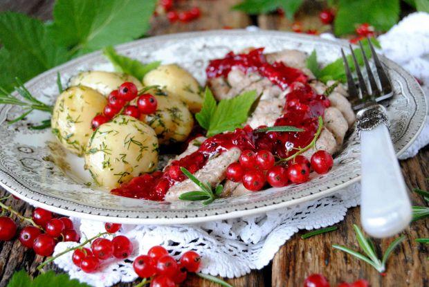 Polędwiczka w sosie porzeczkowym