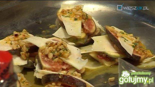 Polędwiczka z pistacjami, figami i serem