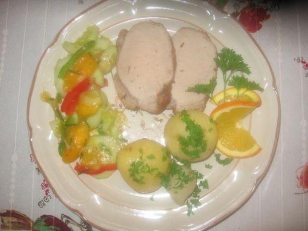 Polędwiczki wieprzowe z sałatka z ogórka