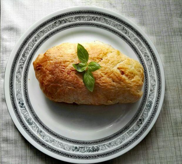 Polędwiczki z grzybami w cieście francuskim