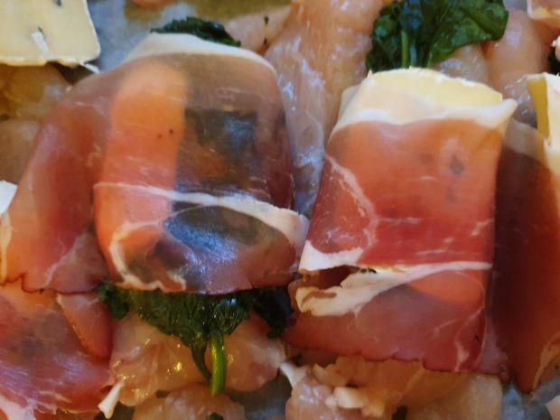 Polędwiczki  z kurczaka z serem lazur i szpinakiem