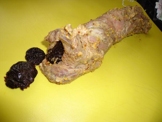 Polędwiczki ze śliwką w plastrach boczku
