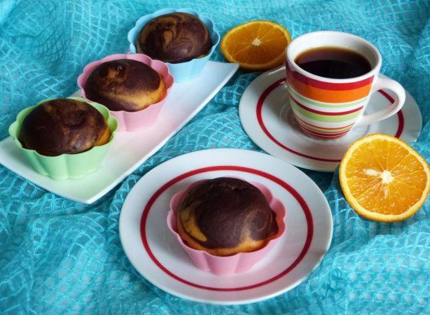 Pomarańczowe babeczki w dwóch kolorach