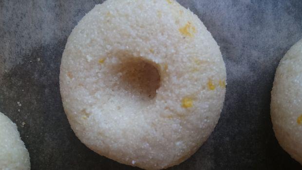 Pomarańczowe ciasteczka z kaszą manną i konfiturą
