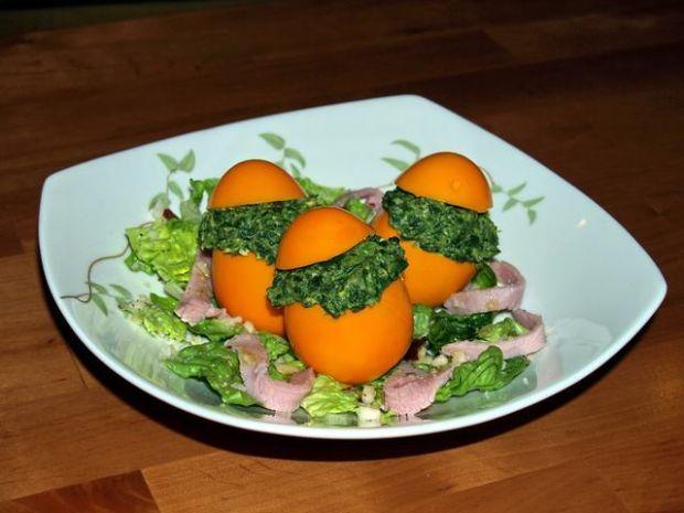 Pomarańczowe jajeczka ze szpinakiem