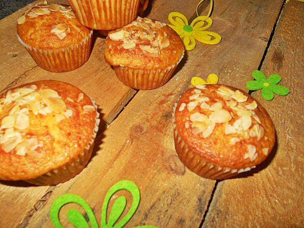 Pomarańczowe muffinki z migdałami