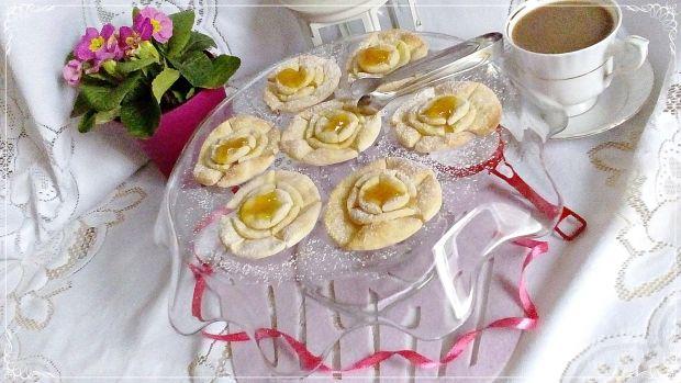 Pomarańczowe róże karnawałowe z piekarnika