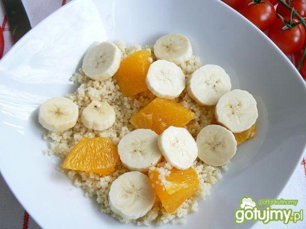 Pomarańczowy kuskus z owocami